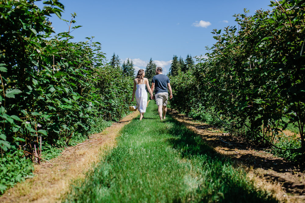 Krause Berry Farm Documentary Fun Engagement Photographer Fort Langley  Mustard Yellow City -059.jpg