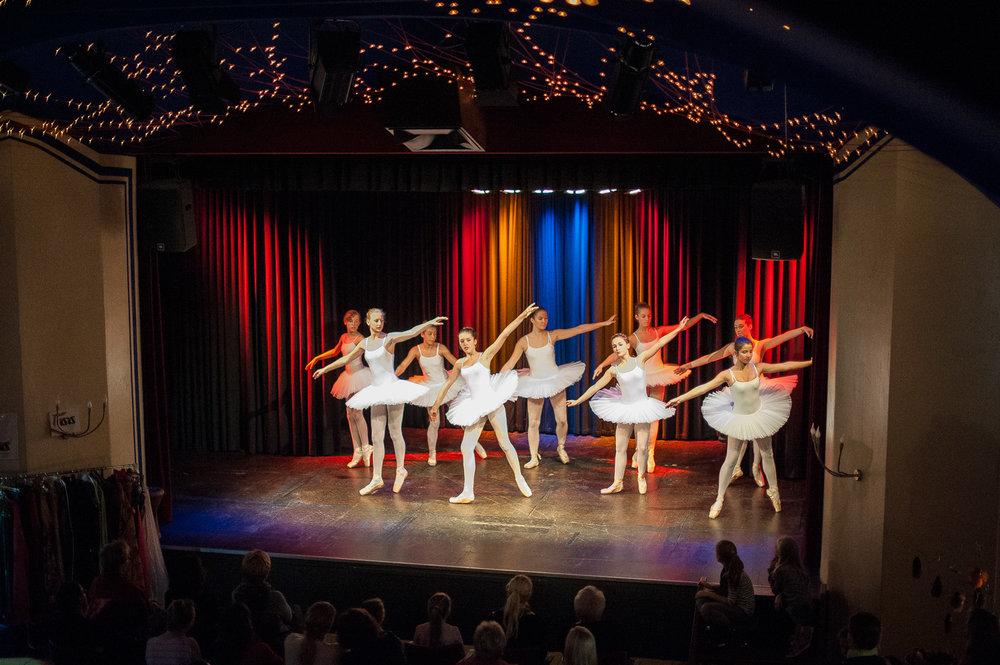 Altes-Theater-Tanz-ist_Ballett2.jpg