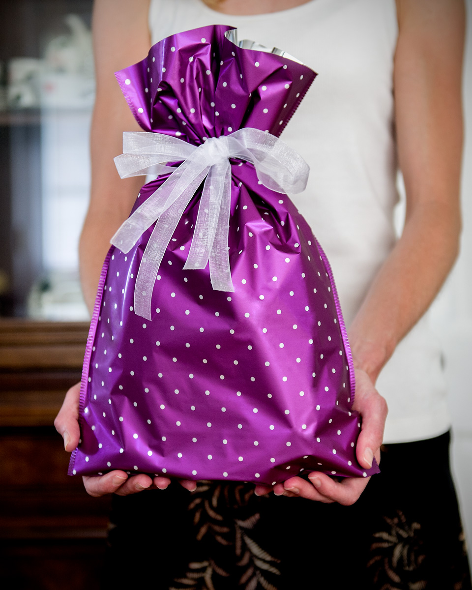 gift-bag-in-hands-1.jpg