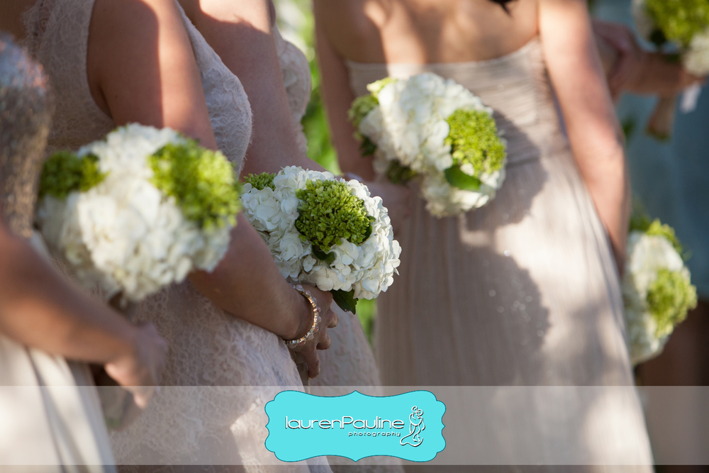 The simple bouquets featured hydrangea and viburnum