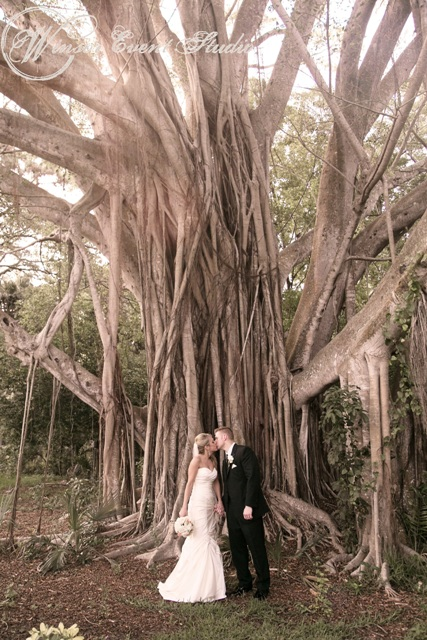 The couple posed for a photo in front of the stunning banyan tree