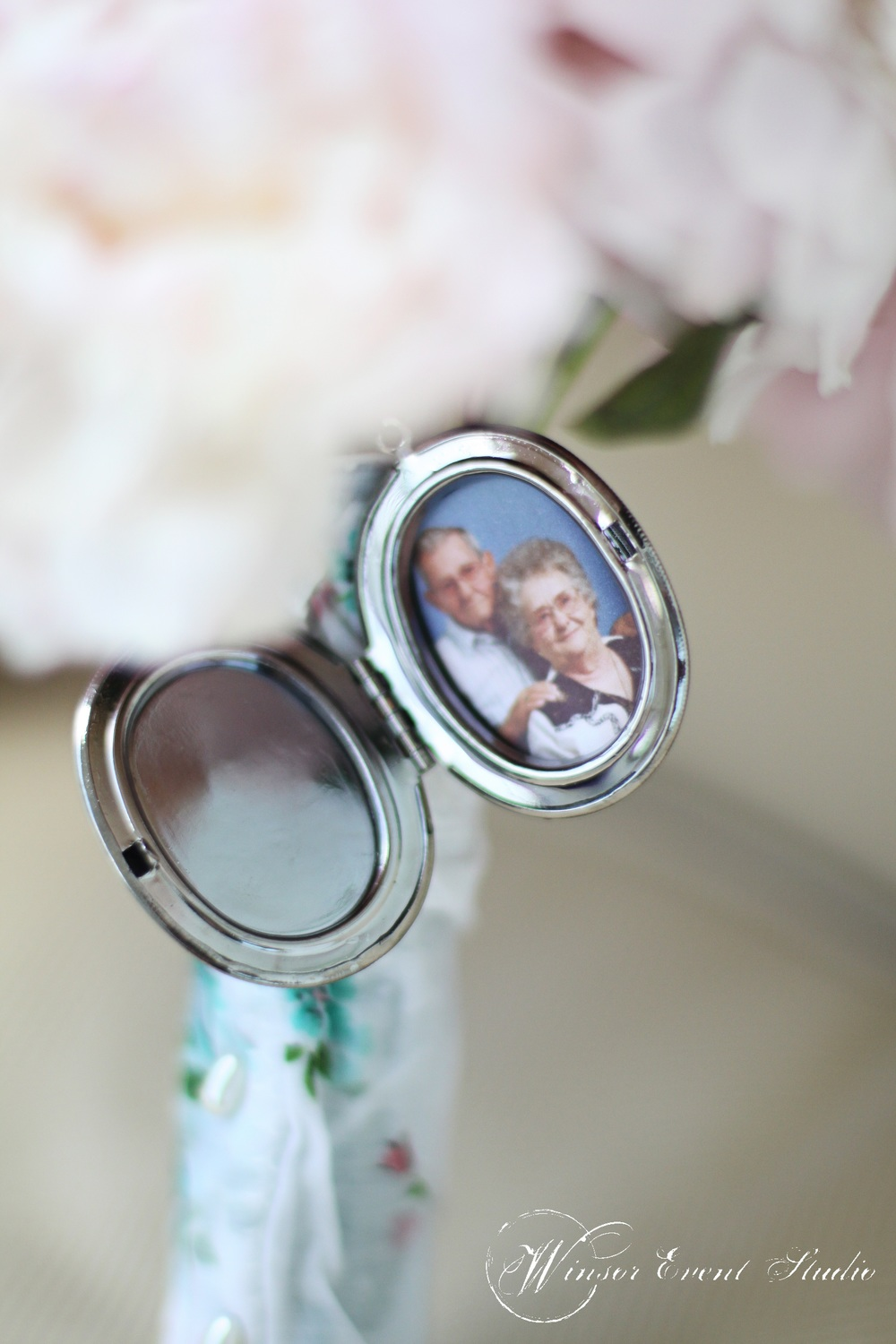 A vintage locket displayed a photo of the bride's late grandparents, who shared their wedding date