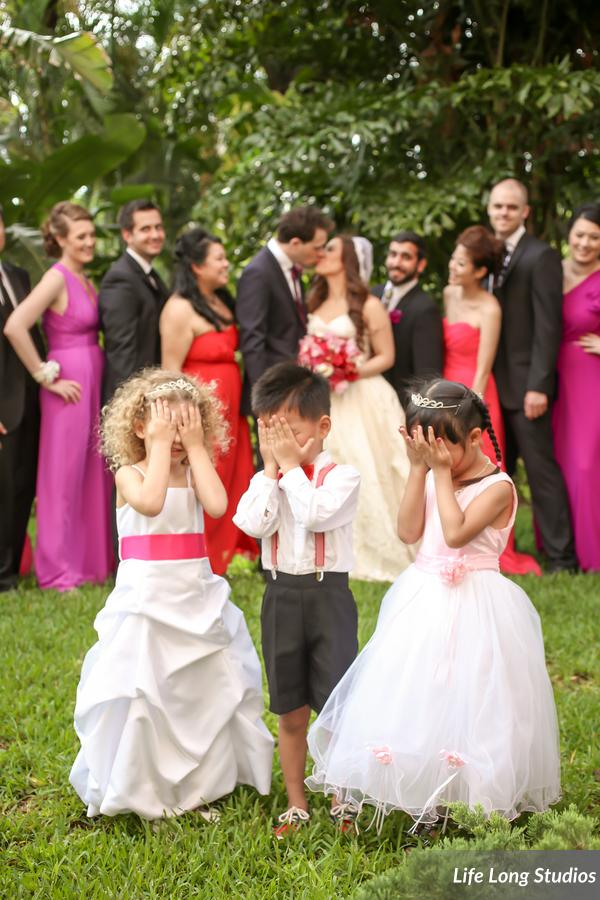 How cute is this group shot with the wedding party and the ring bearer and flowergirls?