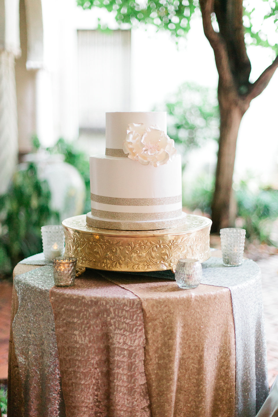 winsor event studio wedding cake sequins
