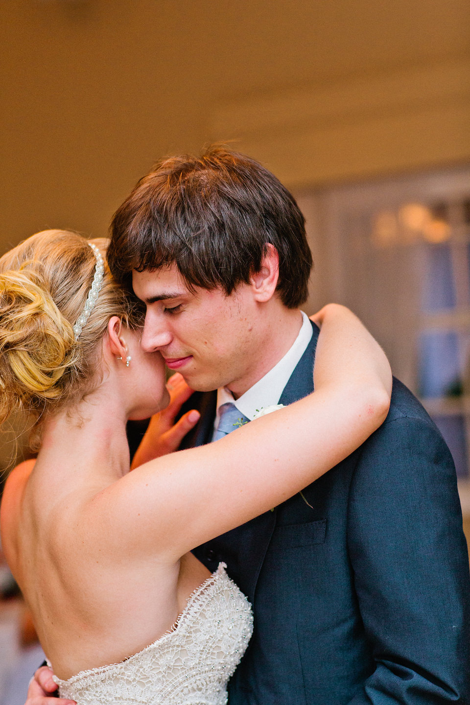 All the feels during the bride and groom's first dance.
