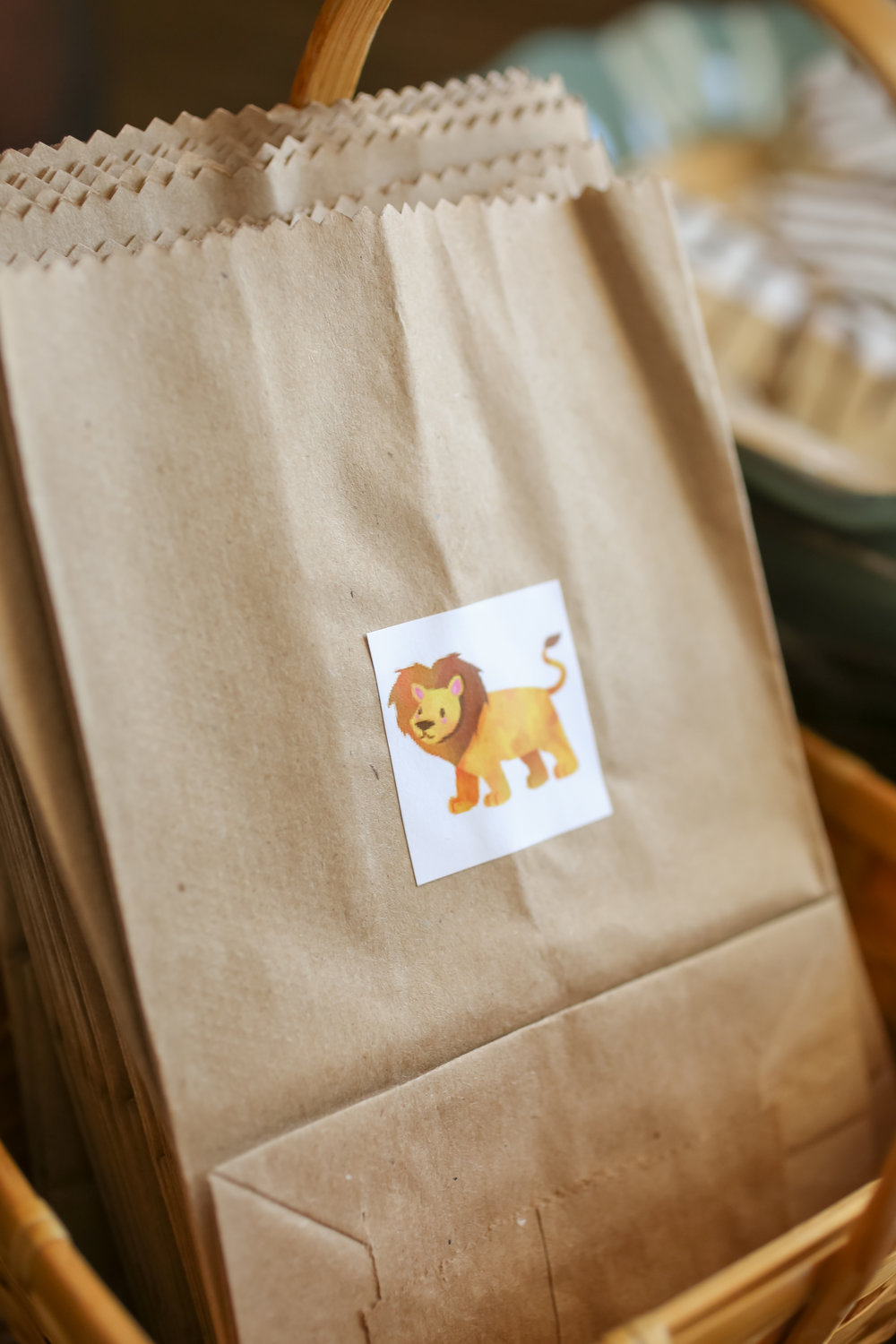 Jungle themed kraft paper to-go bags were provided to guests.