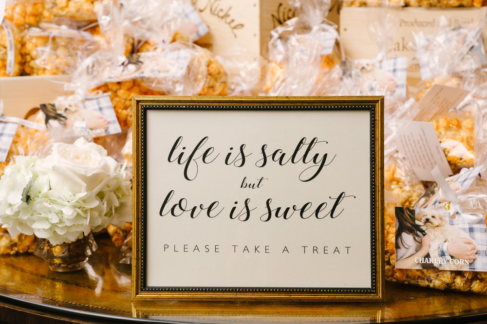 The cutest sign letting guests know to take a favor treat!