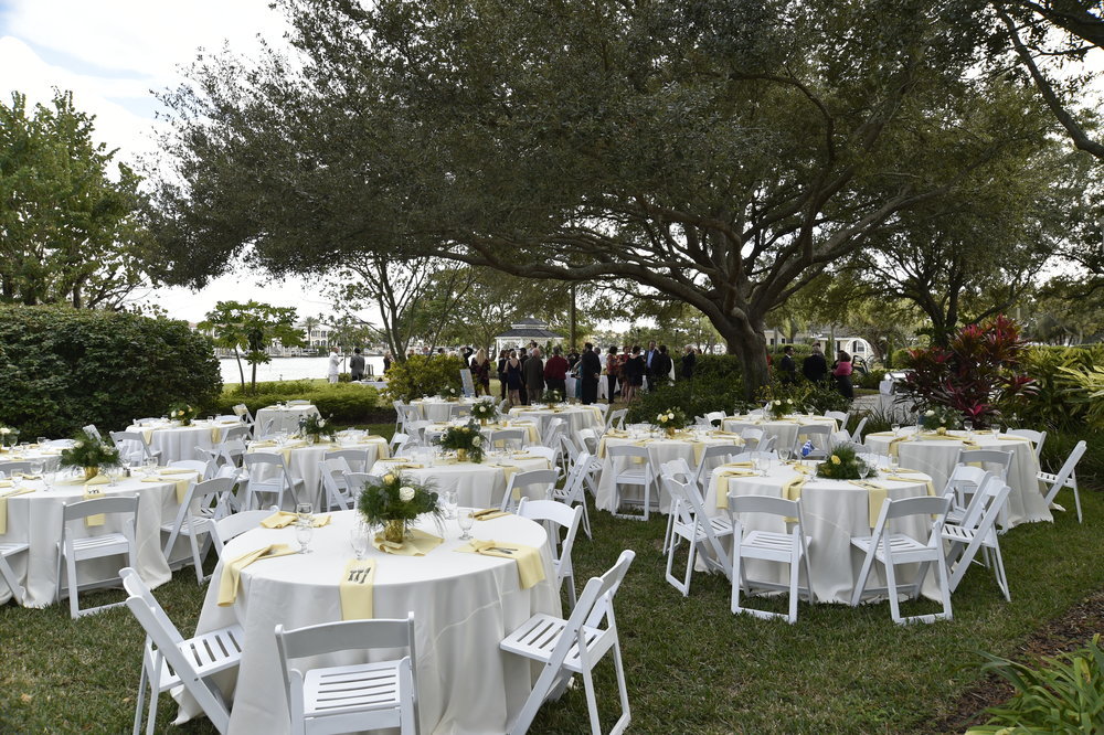 Light and crisp colors complimented this outdoor brunch reception.