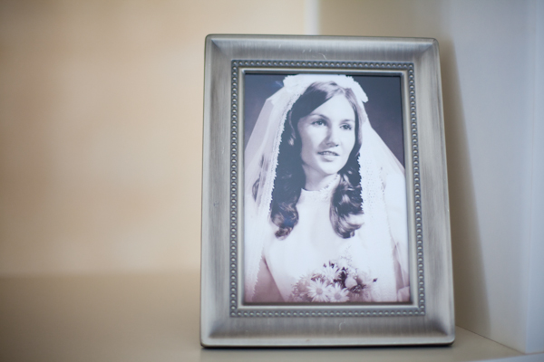 As a sweet tribute the bride wore her mother's veil, and displayed a photo of mom wearing it on her special day.