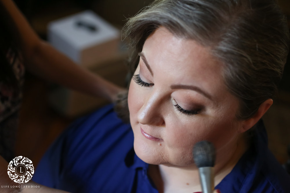 The bride opted for a natural makeup look with a neutral smoky eye.