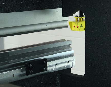 S-BEND - The S-bend included in the hydraulic press brake design enables complex pieces to be produced, facilitating bending at both ends of the machine.