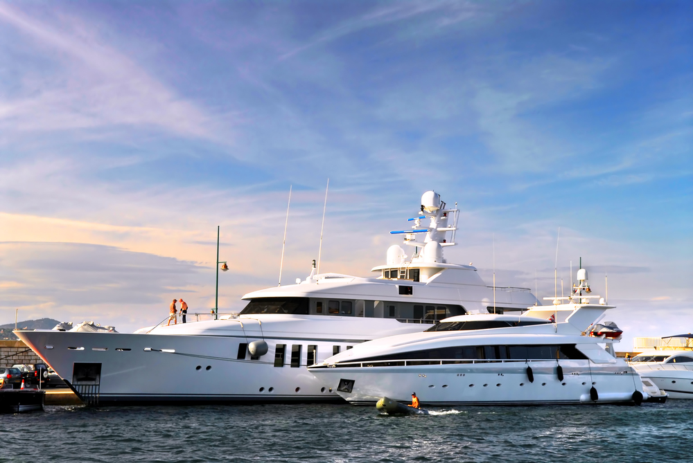 Luxury Yatch - 220 feet