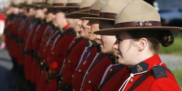 http---i.huffpost.com-gen-734722-images-h-FEMALE-MOUNTIES-640x362.jpg