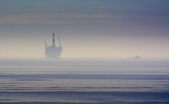 Photo: Oil platform off the coast. Glenn Beltz/Flickr Creative Commons CC-BY-2.0