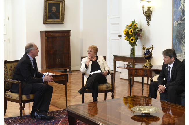 Michelle Bachelet, President of Chile, accompanied by the Minister of the Environment, Marcelo Mena, received Paul Polman, Unilever's CEO.