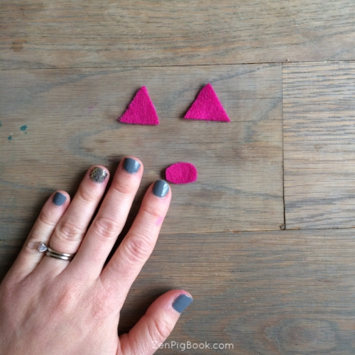 4.  Next, cut an oval from the felt about the size of your thumbnail.