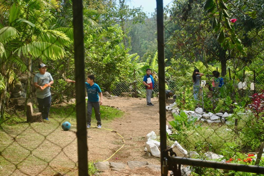 Students playing in the garden at La Puerta Abierta Learning Center.