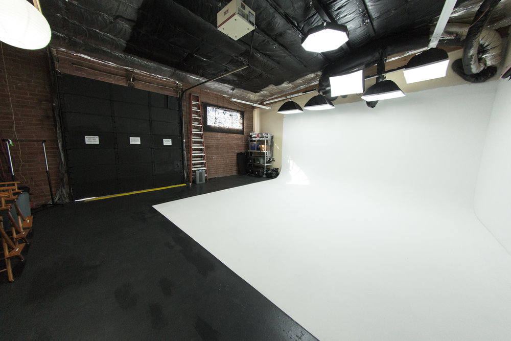 Seamless Cyclorama Stage - WiFi, basic L&G package included in price.