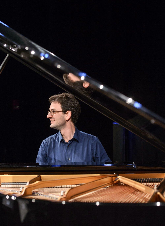 Daniel Pesca, piano