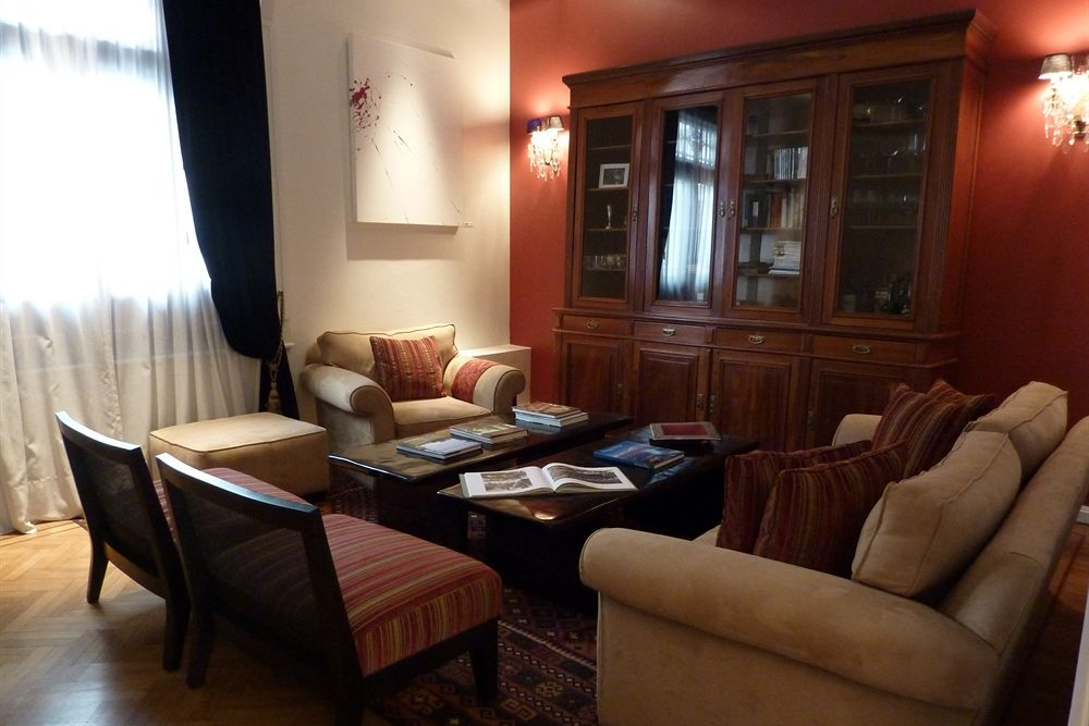 magnolia lobby sitting area.jpg