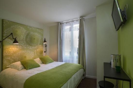 FRANCE - Paris-Auberge Flora guest-room.jpg