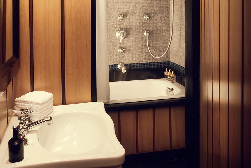 FRANCE-Paris-hotel bourg tibourg - Bath.jpg