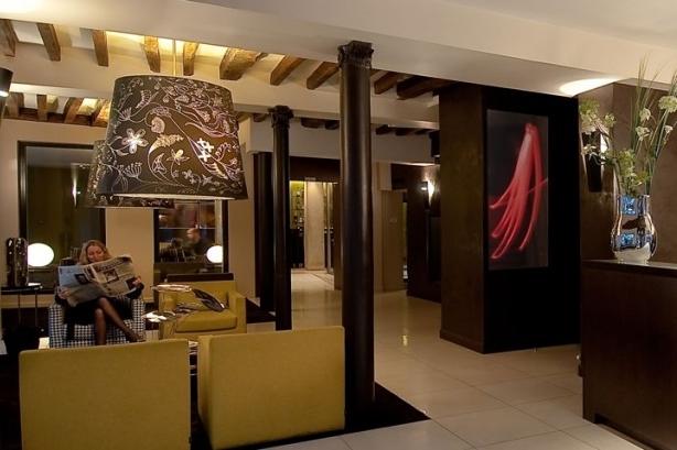 FRANCE-Paris-duo-hotel-lobby.jpg