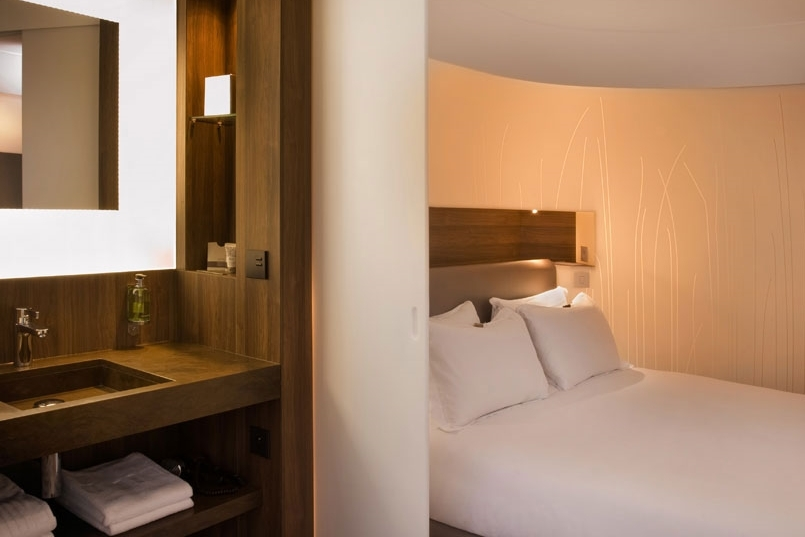 FRANCE-paris-hotel-jules-jim - room&bath.jpg