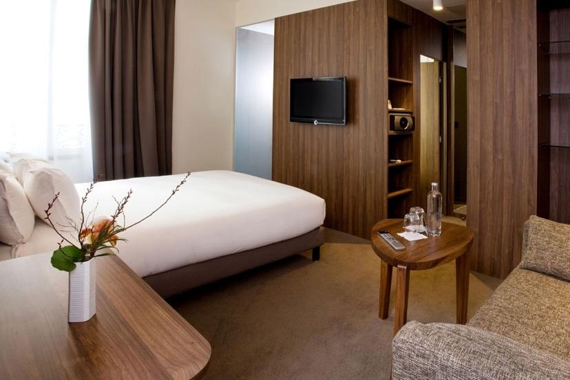 FRANCE-paris-hotel-jules-jim room.jpg