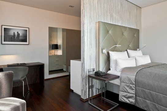 GERMANY-Berlin- cosmo_room_junior_suite_1.jpg