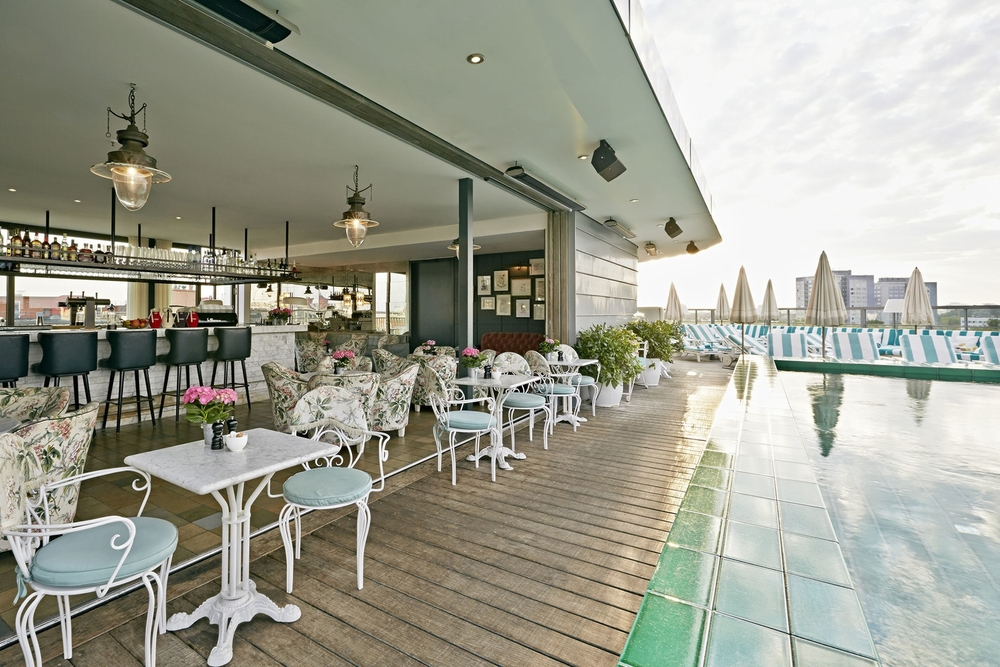 GERMANY - Soho_House_Berlin_rooftop bar & pool.jpg