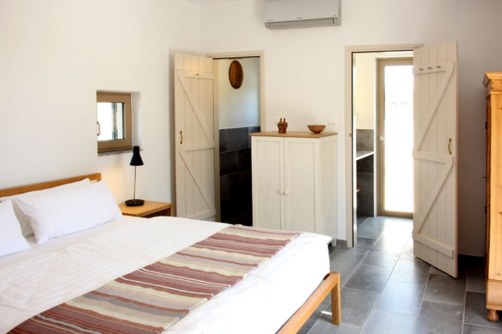 GREECE-Crete- niriida guest house_room2.jpg