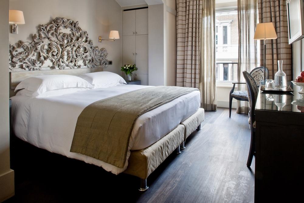 ITALY-Rome-casa_montani_room_361.jpg