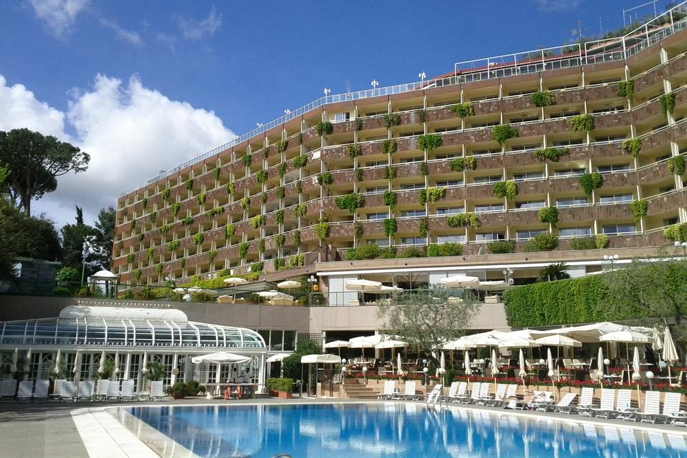 ITALY-Rome Cavelieri Waldorf-Pool, exterior.jpg