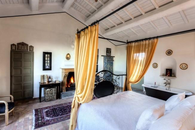 ITALY CORTE-DELLA-MAESTÀ-Room.jpg