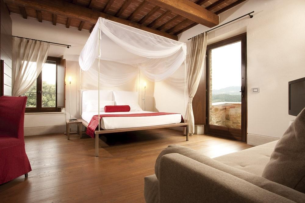 ITALY-Tuscany-Poggio Piglia-Room.jpg