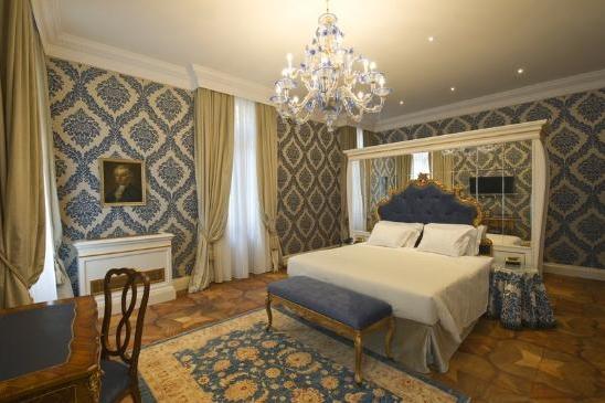 ITALY-Venice-Hotel Ai Reali - deluxe-room.jpg