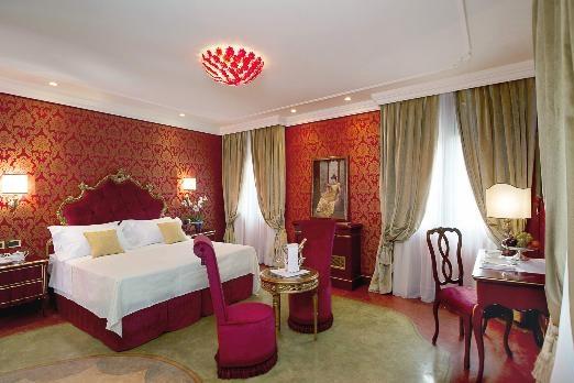 ITALY-Venice-hotel-ai-reali - room.jpg