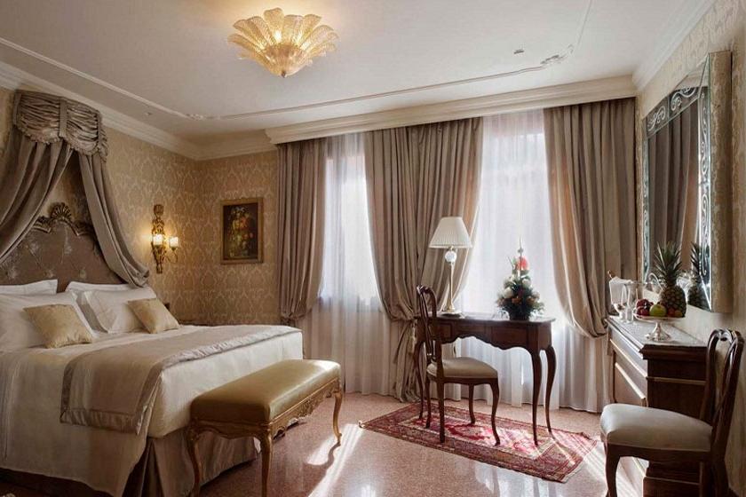 ITALY-venice-hotel-ai-reali-Room1.jpg