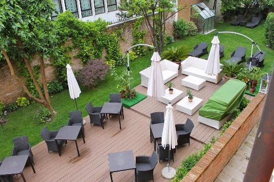ITALY-VEnice -hotel-moresco-view of garden.jpg