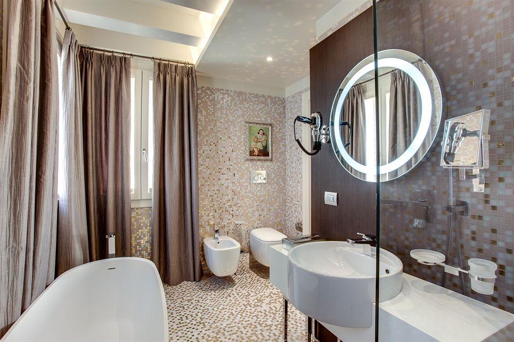 ITALY-Venice-Hotel Moresco-Bathroom.jpg