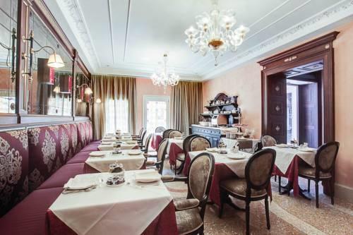 ITALY-VEnice-Hotel Moresco-Dining.jpg