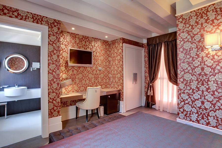 ITALY-Venice-Hotel Moresco-Room-Bath.jpg
