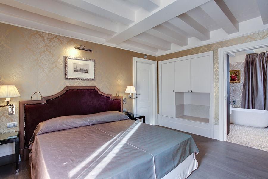 ITALY-Venice-Hotel Moresco-Room-tub.jpg