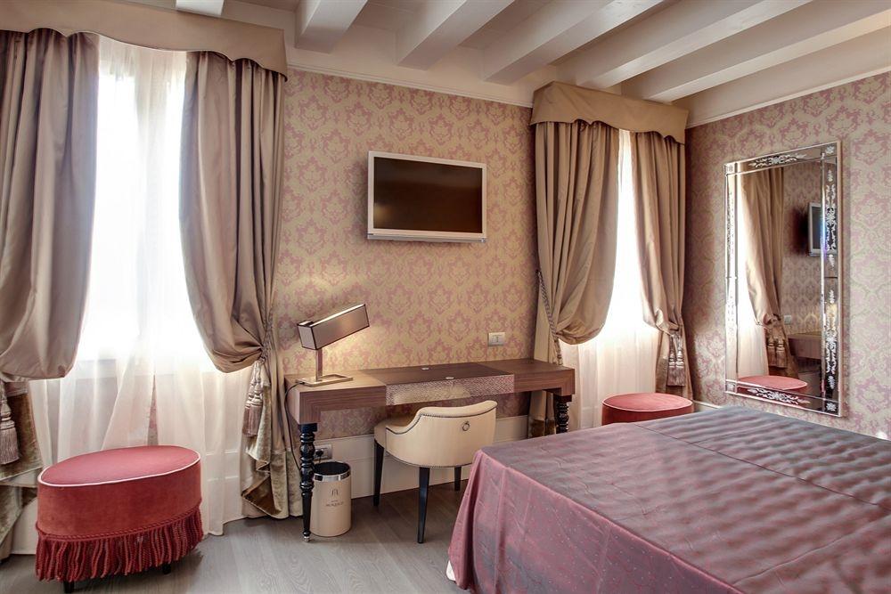 ITALY-Venice-Hotel Moresco-Rooms2.jpg