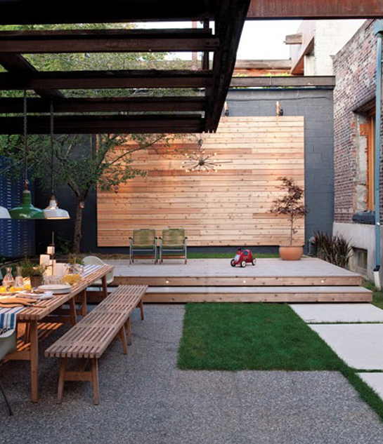 In this courtyard, astroturf has been used to create the ultimate low-maintenance space. Image via Desire to Inspire.