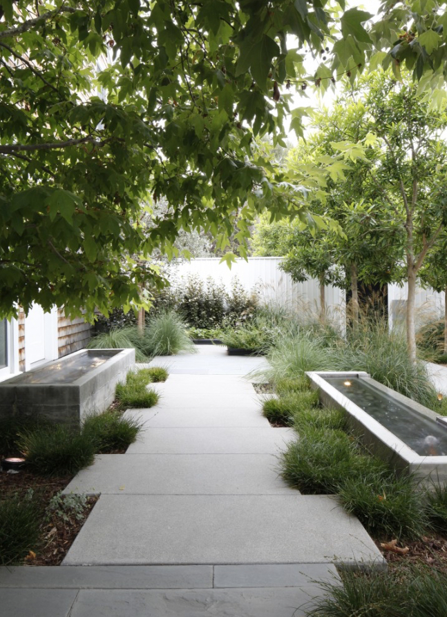 Image via  Gardenista , Designer: Mark Tessier Landscape Architecture, Photographer: Art Gray
