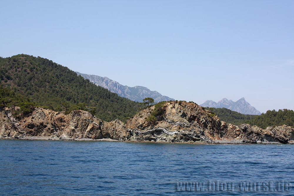 Küstenlinie mit Bucht