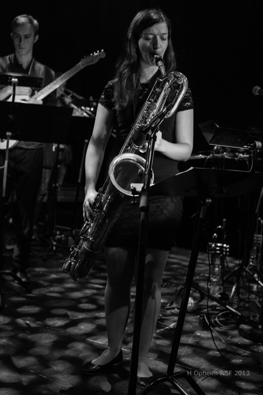 Jasmin Hirschsteiner sammen med Big Boss Band på Romerike Storbandfestival 2013. Foto: Harald Opheim