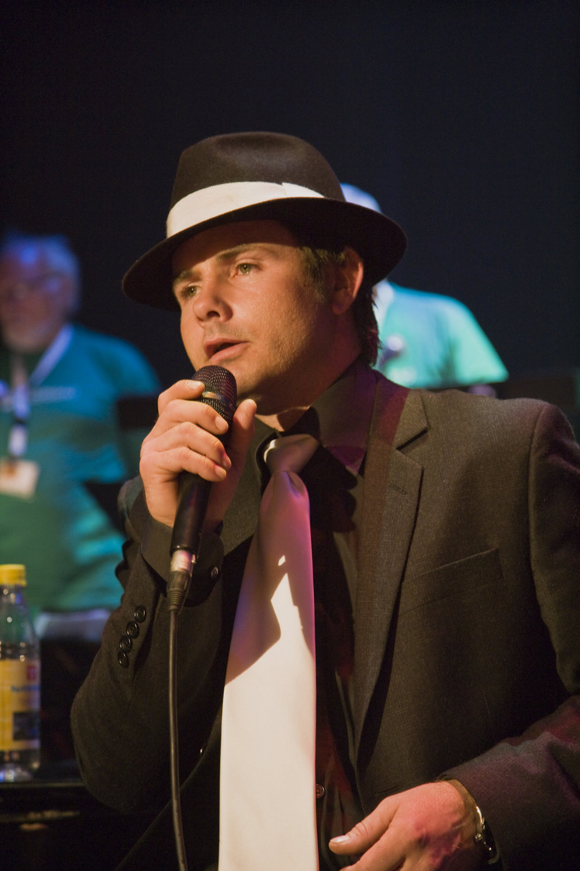 Jørn Grepperud foran Askim Storband på Romerike Storbandfestival 2010. Foto: Halvor Gudim